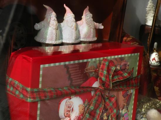 Lots of Santas!